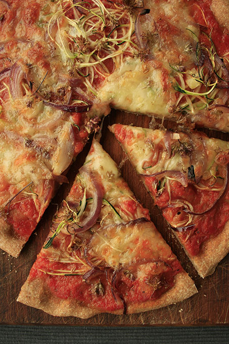 Spelt pizza with onions